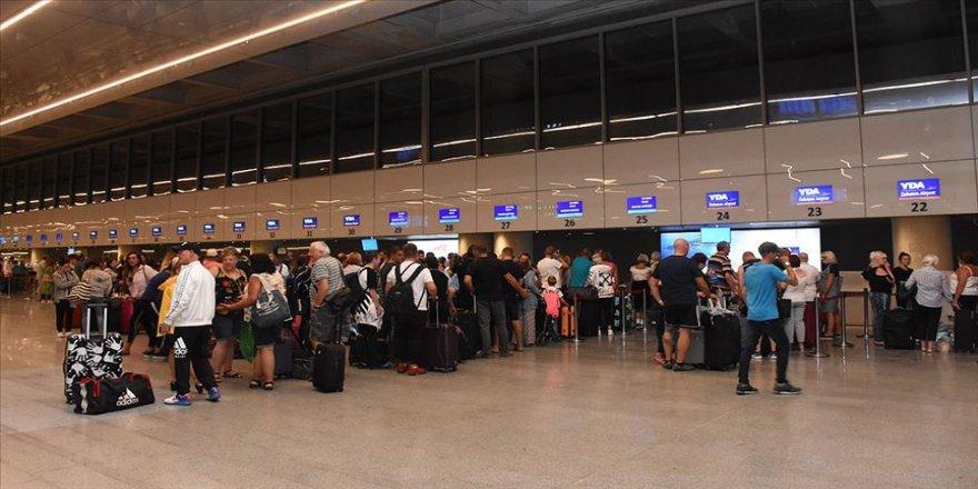 Thomas Cook'un iflasının ardından İngiliz turistler ülkelerine dönüyor