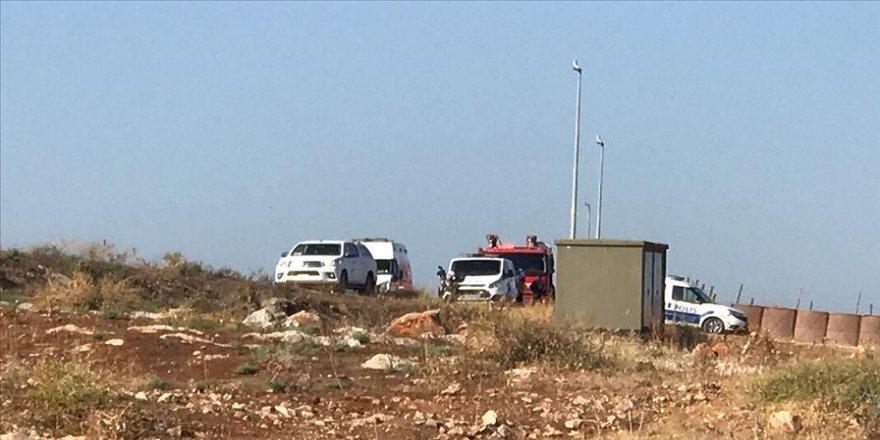 Reyhanlı'da düzensiz göçmenleri taşıyan kamyonet devrildi