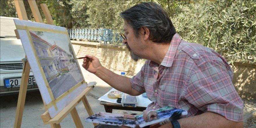 Sokak sokak gezdiği kentini tabloya yansıtıyor