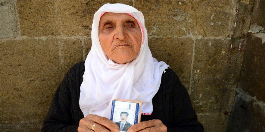 Hurinaz nine PKK'nın kaçırdığı oğlunun dönmesini bekliyor