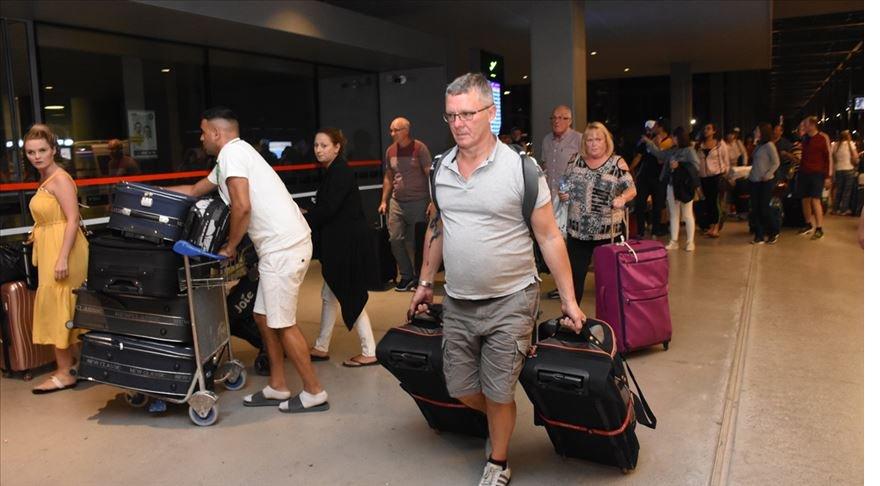 Thomas Cook'un misafirlerinden 1050 turist Antalya'dan gönderildi'