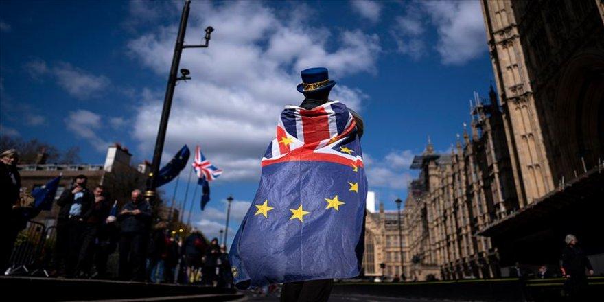 Brexit krizindeki İngiltere erken seçime bir adım daha yaklaştı