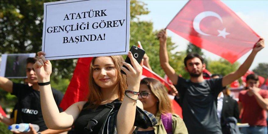 Üniversite öğrencileri 'teröre karşı' yürüdü