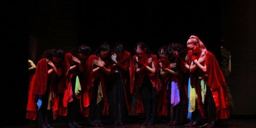 'Türküyem' müzikali Antalya'ya üç temsille veda edecek