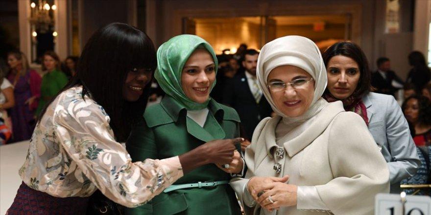 Emine Erdoğan 'Kalkınma İçin Moda' defilesine katıldı