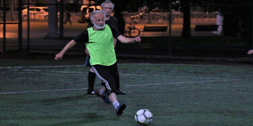 70'lik dedelerin 'futbol aşkı'