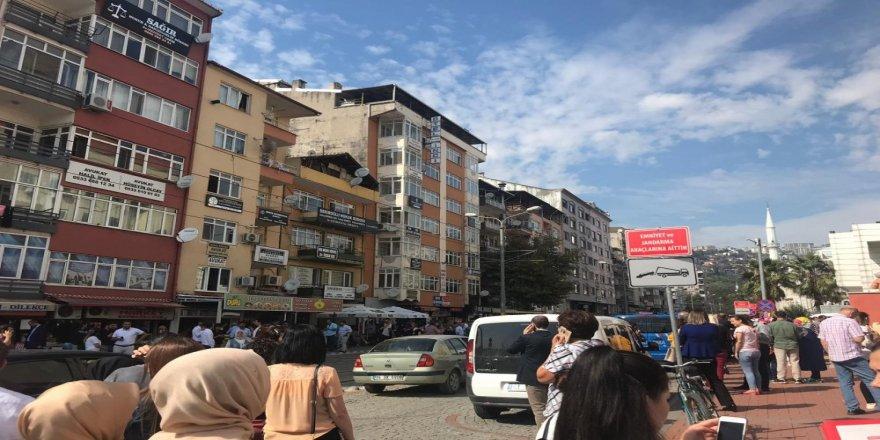 Kocaeli'de Deprem Vatandaşları Sokağa Döktü !
