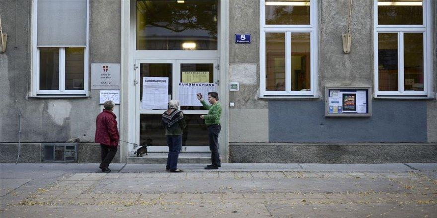 Avusturya'da pazar günü erken genel seçim yapılacak