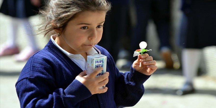 Okul çağındaki çocuklara düzenli süt tüketimi önerisi