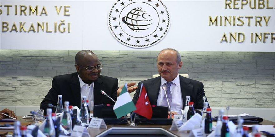Bakan Turhan, Nijerya İletişim Bakanı ile bir araya geldi