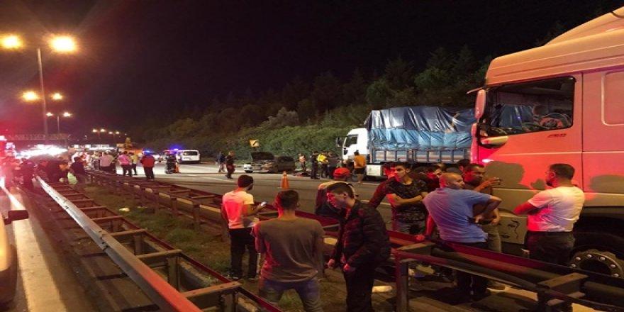 Tem'de feci zincirleme kaza :3 ölü 3 yaralı
