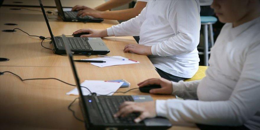 """MEB okullarda """"yapay zeka"""" eğitimi için kolları sıvadı"""