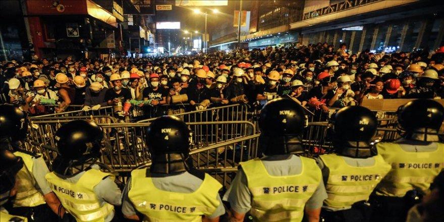 Hong Kong'da geniş katılımlı yürüyüş talebi reddedildi