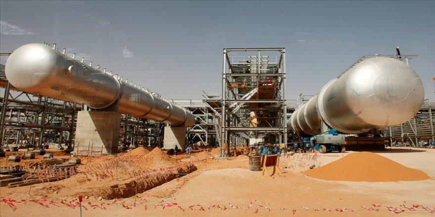 Suudi Arabistan arzı dengelemek için stratejik rezervlerini kullanıyor