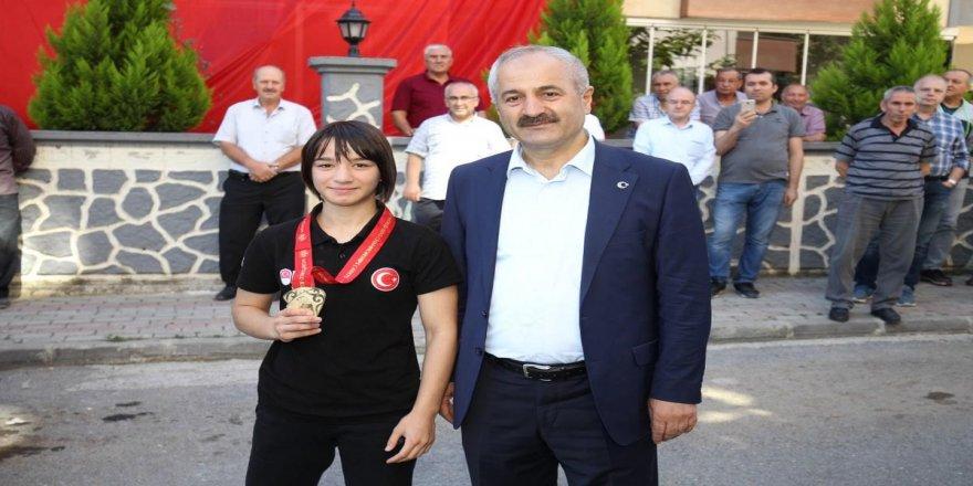 Şampiyonu Başkan Büyükgöz karşıladı