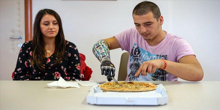 Bosnalı genç 'ek donanımı' ile hayata tutundu