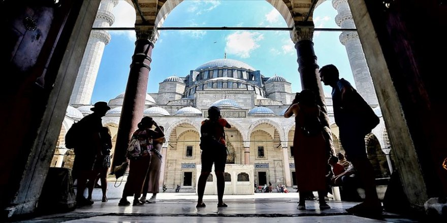 İstanbul ilk 8 ayda 9 milyon yabancı ziyaretçiyi ağırladı