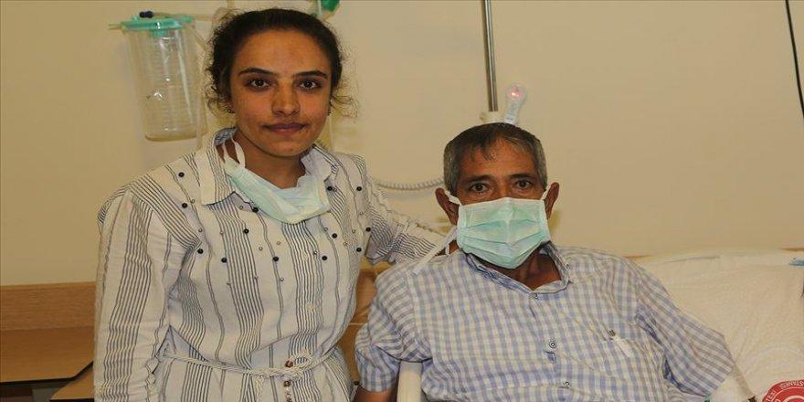 Kızının karaciğer dokusuyla hayata tutundu