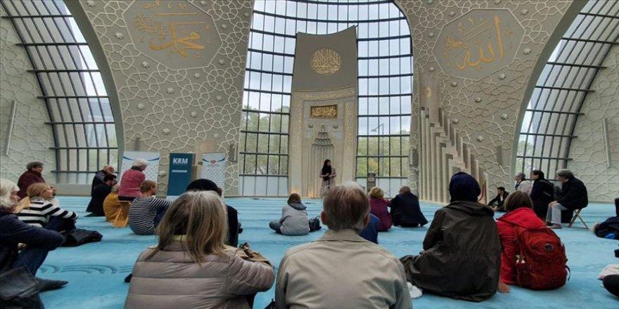 Almanya'da camiler kapılarını gayrimüslim komşularına açtı