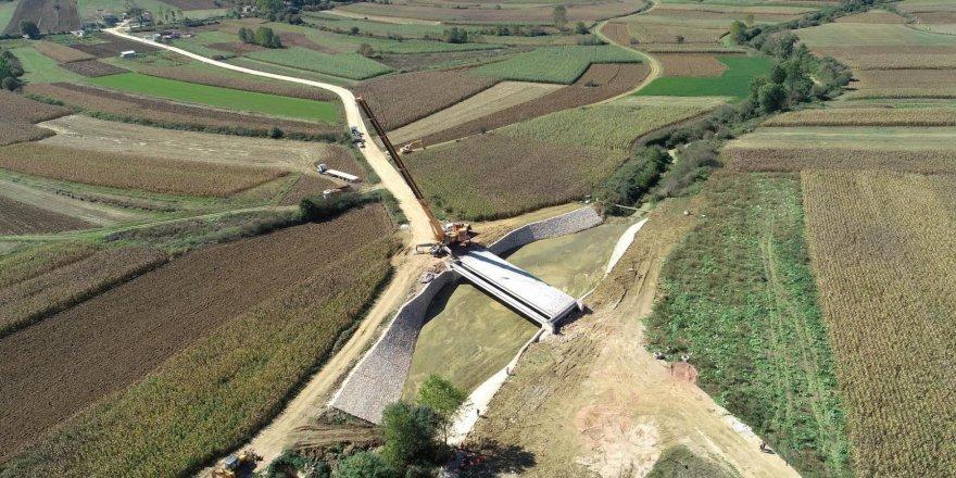 İki köyü birleştiren köprünün kirişleri yerleştirildi