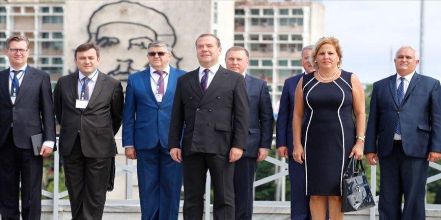 Rusya Başbakanı Medvedev'den Küba'ya ziyaret