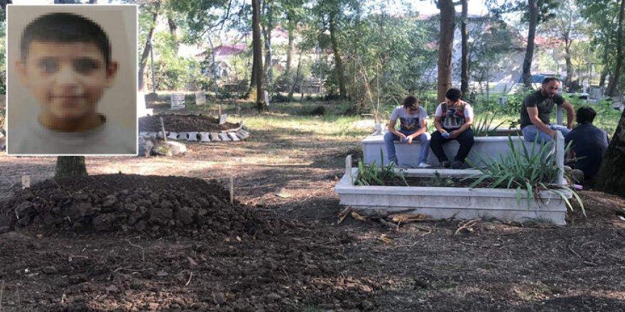9 yaşında çocuk mezarlıkta intihar etti