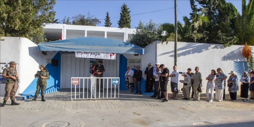 Tunus'ta halk parlamento seçimi için sandık başında