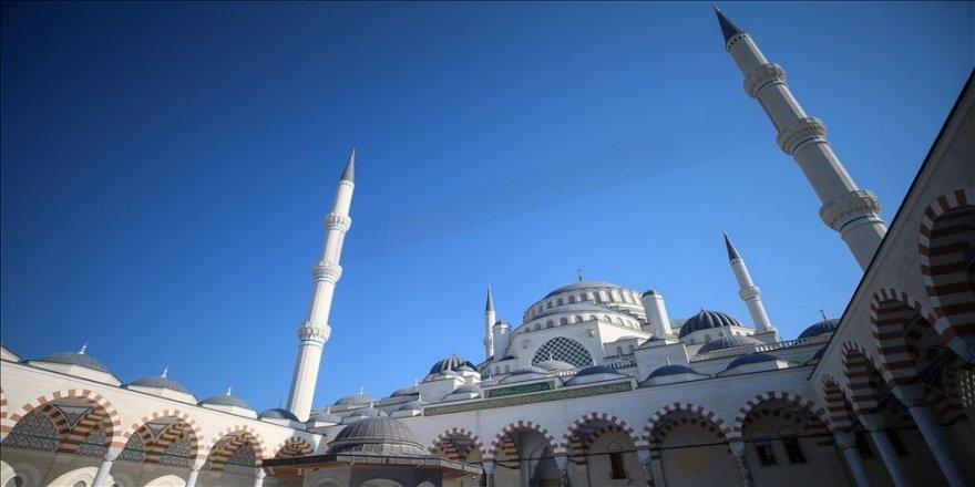 """Türkiye'nin en modern külliyesi """"Büyük Çamlıca Camisi"""""""