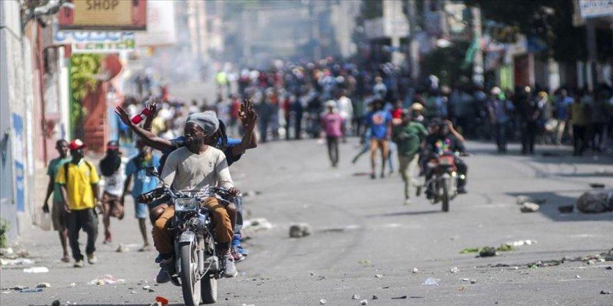 Haiti'de hükümet karşıtı protestolar şiddet olaylarına sahne oluyor