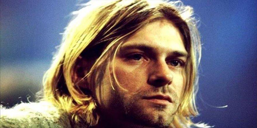 Kurt Cobain'in hırkası açık arttırmaya çıkarılıyor