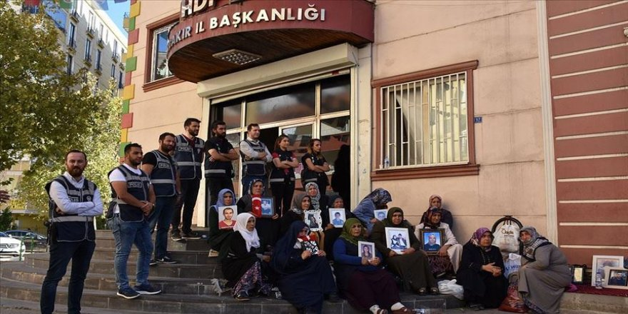 Diyarbakır annelerinin oturma eylemi sürüyor