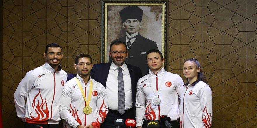 Bakan Kasapoğlu başarılı cimnastikçileri kabul etti