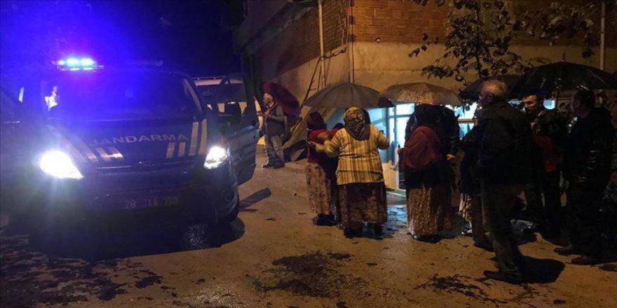 Giresun'daki şiddetli yağış sonrası yol açma çalışmaları sürüyor