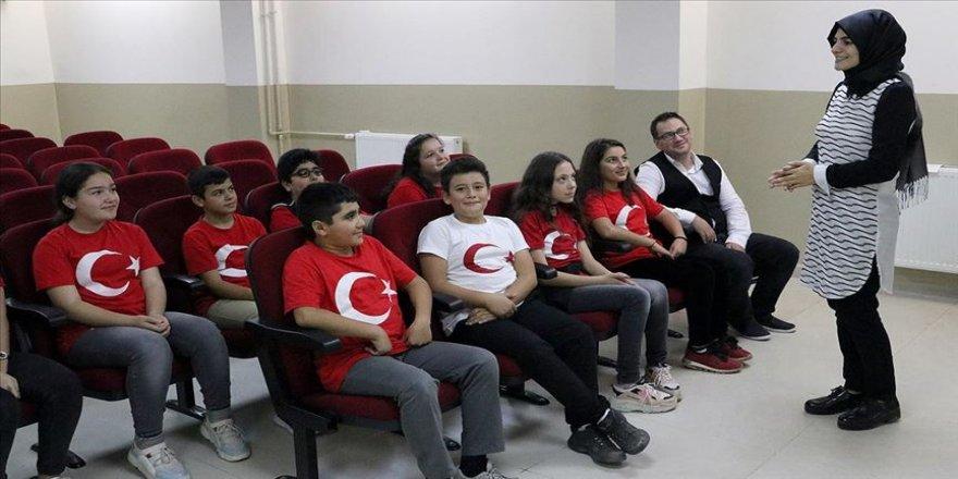 Öğrencilerden Mehmetçiğe klipli destek