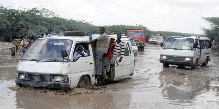 Somali'de sel felaketi 182 bin kişiyi yerinden etti