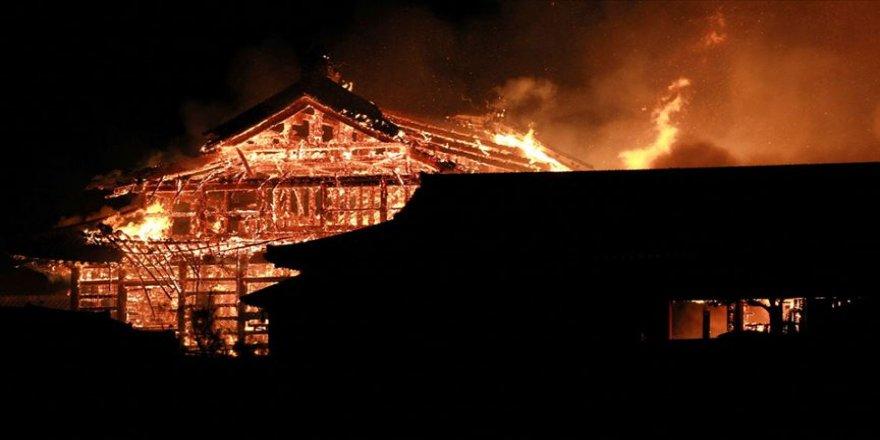 Japonya'nın tarihi Shuri Kalesi yandı