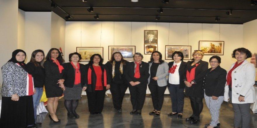 CHP'li kadınlardan anlamlı sergi