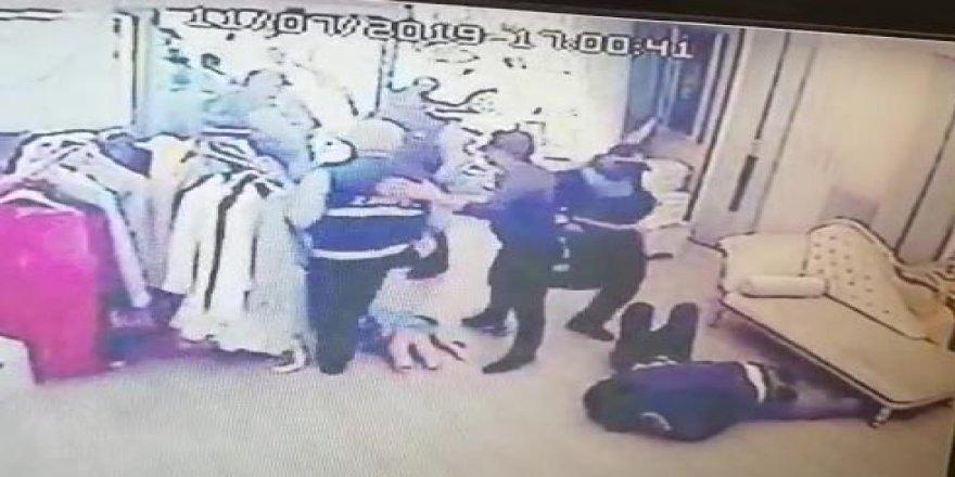 Zabıtalar iş yerine soktukları esnafı tekme tokat dövdüler