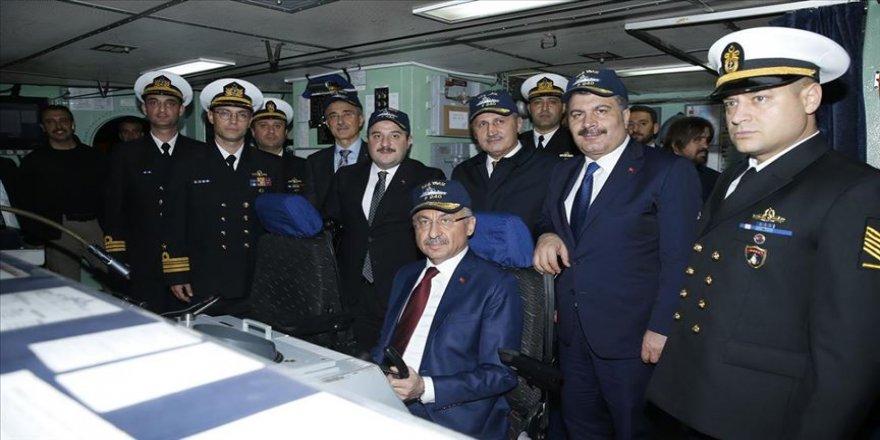 Cumhurbaşkanı Yardımcısı Oktay'dan TCG Yavuz Fırkateyni'ne ziyaret