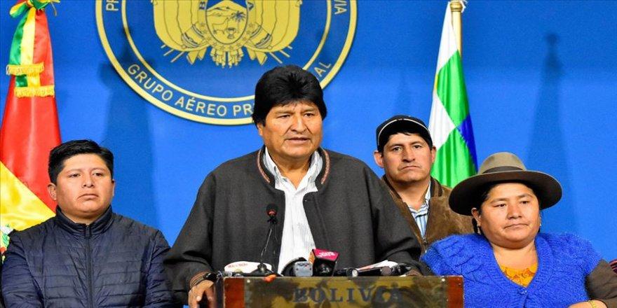 Morales'in istifasına tepkiler sürüyor
