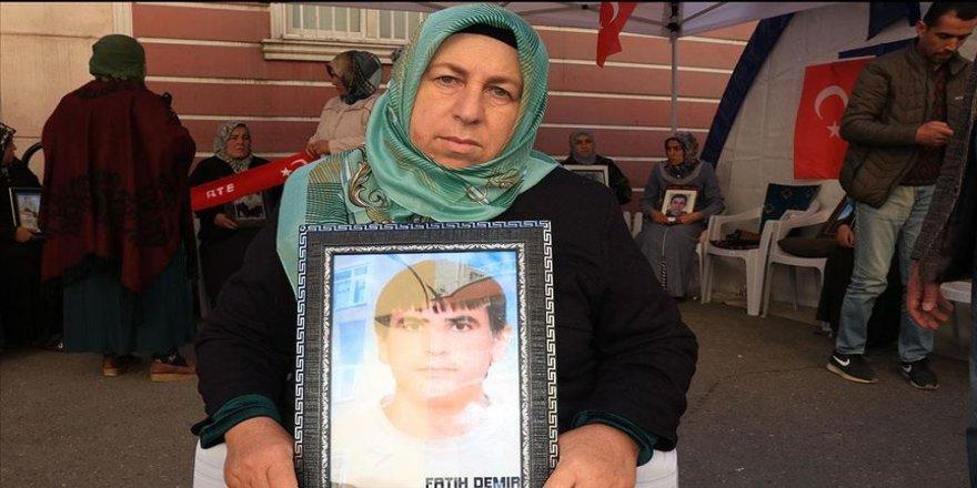 Diyarbakır annelerinden Demir: Çocuklarımızın hayalini ve gençliğini çaldılar