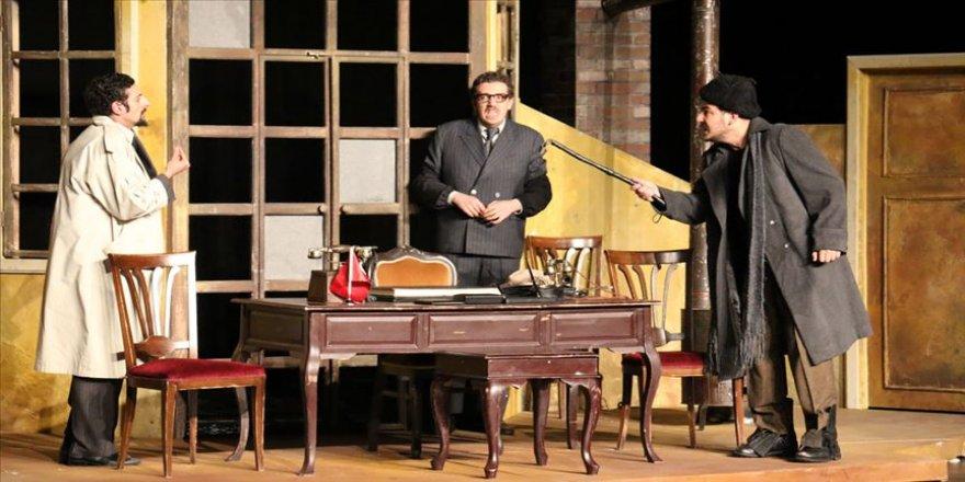 Antalya Devlet Tiyatrosu 'Buzlar Çözülmeden' adlı oyunu Ordu'da sahneleyecek