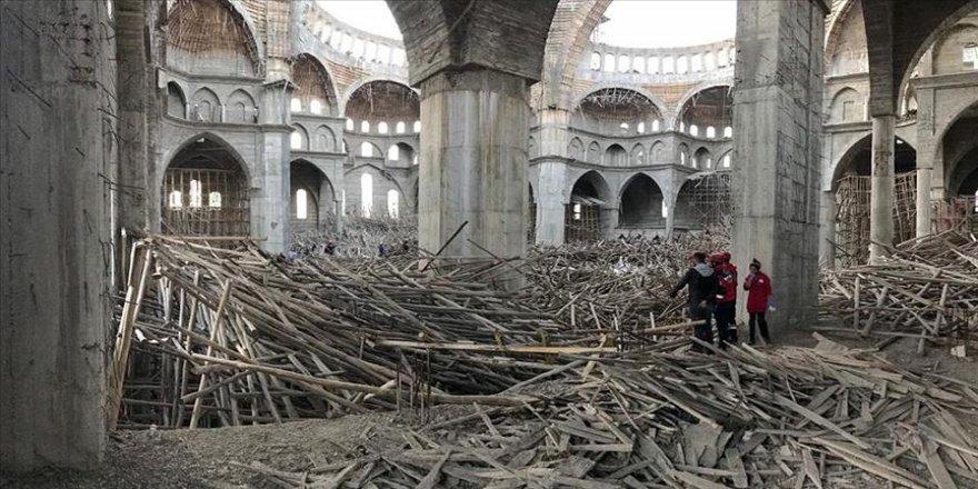 Gaziantep'te cami inşaatında çöken iskelenin altında kalan inşaat mühendisi aranıyor