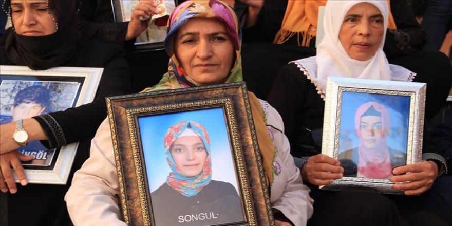 Diyarbakır annelerinden Fatma Akkuş: Kızım neredeysen gel, askere, devlete teslim ol