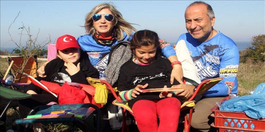 Kadın off-road pilotunu eşi ve çocukları yalnız bırakmıyor