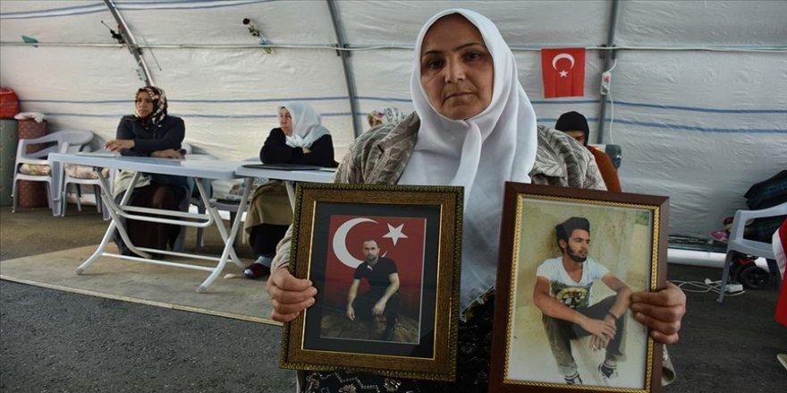 Türk bayrağı altında doğduk Türk bayrağı altında da öleceğiz'