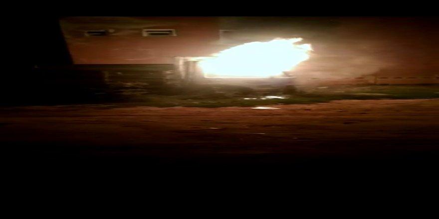 Gebze'de park halindeki kamyon yandı