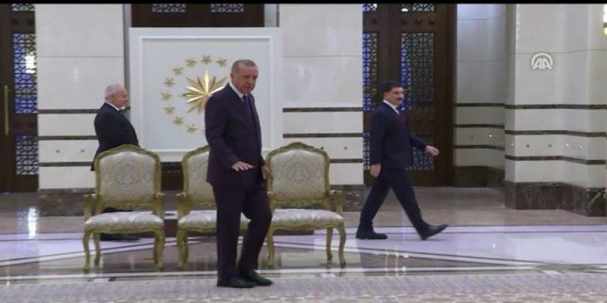 Erdoğan,Külliye'deki 108 Metrekare Yeni Halıyı Yerli ve Milli Diyerek Tanıttı !