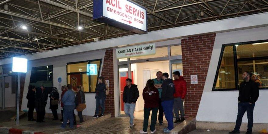 Arnavutluk'taki depremde yaralanan Türk vatandaşı ambulans uçakla İzmir'e getirildi