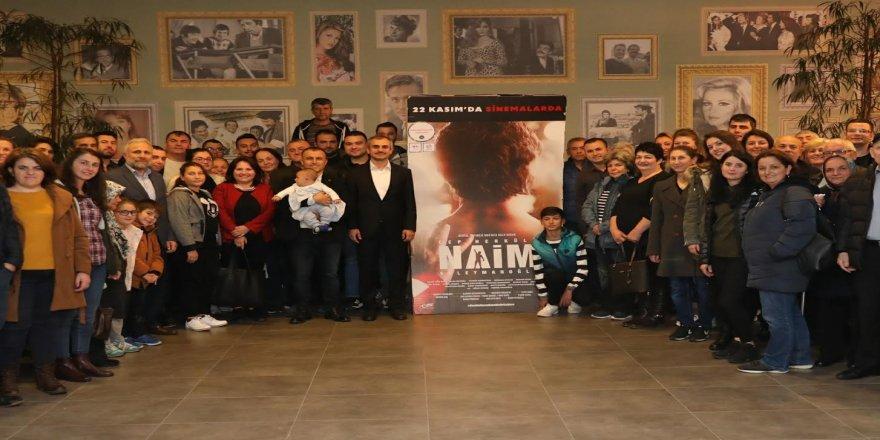 Vatandaşlarla Naim Süleymanoğlu filmini izledi